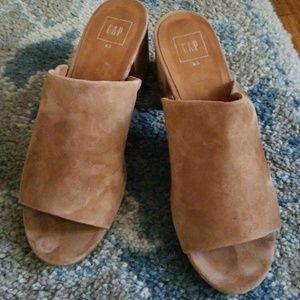 GAP chestnut suede open toe mule size 9.5
